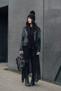 How To Wear A Beanie Like A Style Expert: For Women The dark princess-total black chic