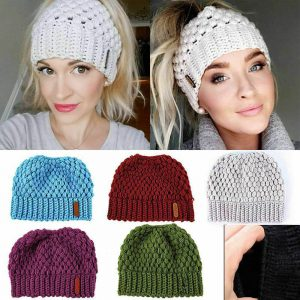 Puff stitch knit white beanie with ponytail hole