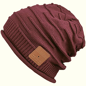 Curved edges beanie with built-in headphones and garter stripes