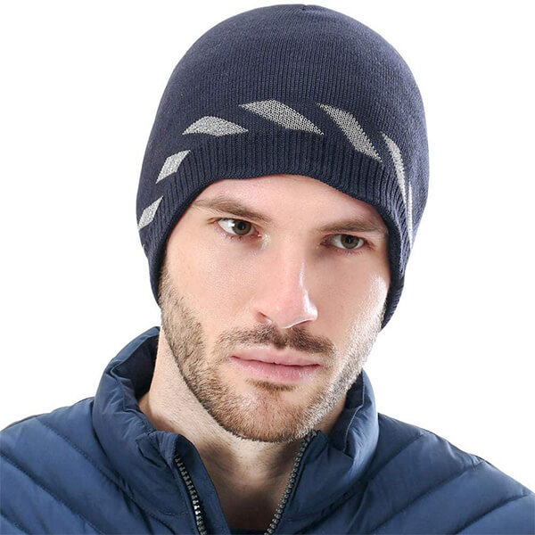 Stylish, windproof beanie with reflective designs